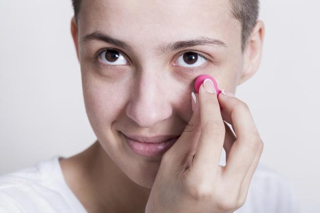 ¿De qué manera eliminar las ojeras sin usar productos de belleza?