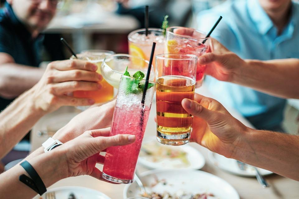 ¿Qué efecto tiene el alcohol en los órganos internos?